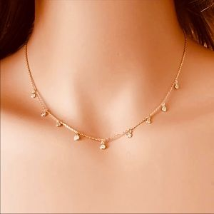 Beautiful rosegold necklace with hanging crystals